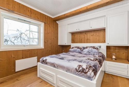 Miegamojo baldai, dvigulė lova, mediniai miegamojo baldai