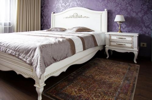 Klasikinio stiliaus miegamojo baldai, mediniai miegamojo baldai