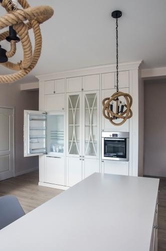 Modernios klasikos virtuvės baldai, balti virtuviniai baldai, balta virtuvė